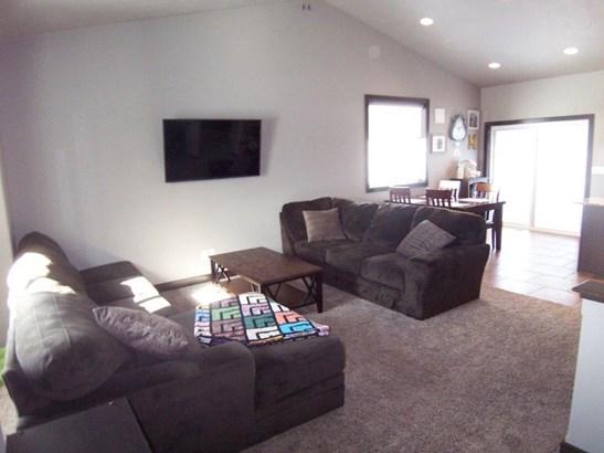 D. Living room (photo 5)