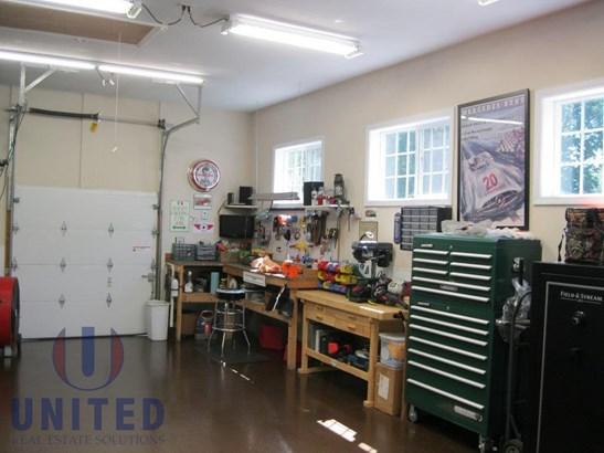Garage workshop (photo 2)