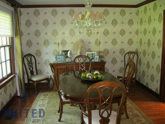 Large formal dining room (photo 4)