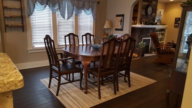 Dining room (photo 1)