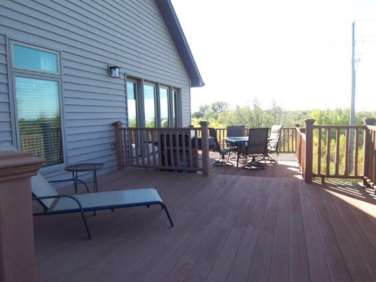 E. Large deck (photo 1)