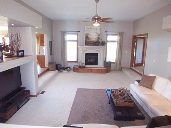 G. Living room (photo 2)