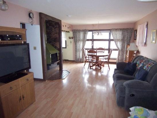 E. Living room (photo 1)