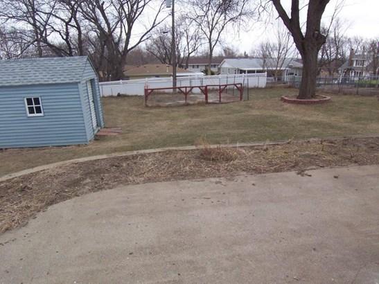 D. Backyard (photo 5)