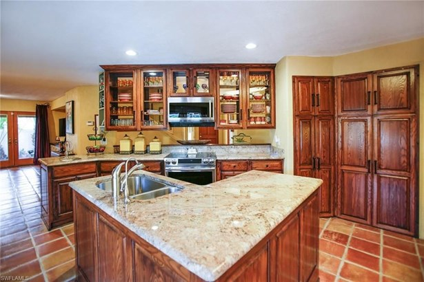 1283 Coconut Dr, Fort Myers, FL - USA (photo 5)