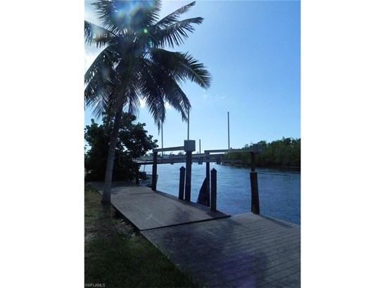 202 Storter Ave, Everglades City, FL - USA (photo 3)