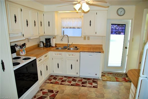 591 Trevino Ct, North Fort Myers, FL - USA (photo 5)