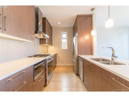 2075 Wood Violet, Victoria, BC - CAN (photo 5)