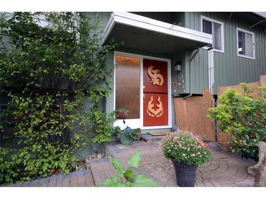 3954 Grandis, Victoria, BC - CAN (photo 1)