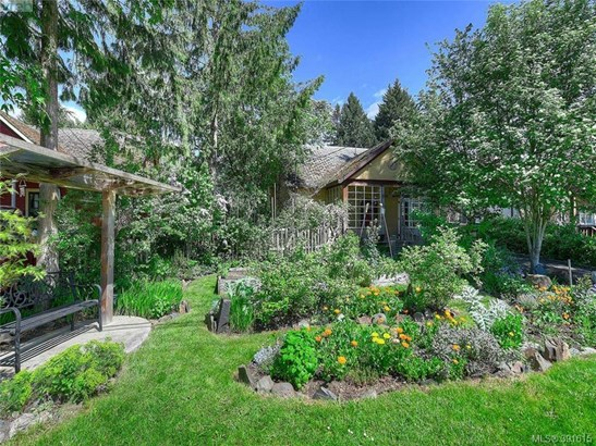 471 Cairnsmore, Victoria, BC - CAN (photo 1)