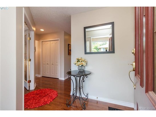 9524 Maryland, Victoria, BC - CAN (photo 2)