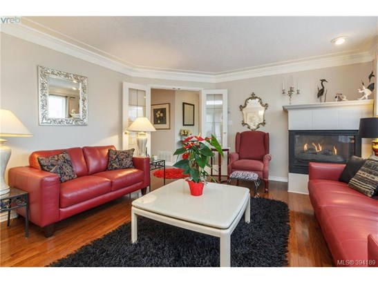9524 Maryland, Victoria, BC - CAN (photo 3)