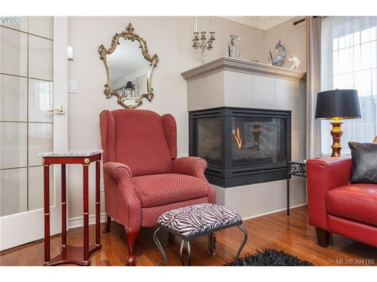 9524 Maryland, Victoria, BC - CAN (photo 5)
