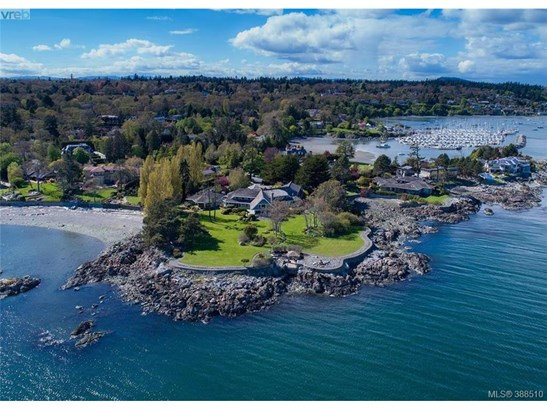 3195 Humber, Victoria, BC - CAN (photo 1)