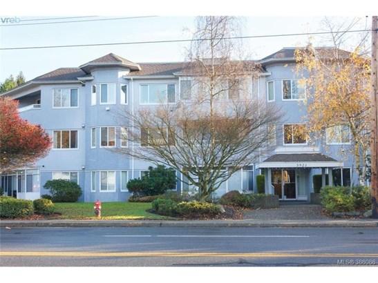 303-3921 Shelbourne 303, Victoria, BC - CAN (photo 1)