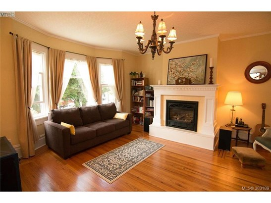 1057 Chamberlain, Victoria, BC - CAN (photo 4)