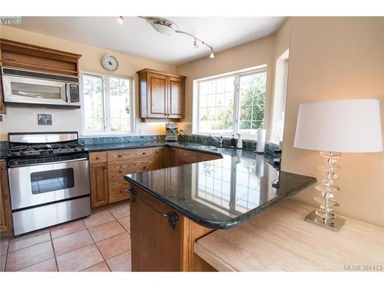 10372 Allbay, Victoria, BC - CAN (photo 5)