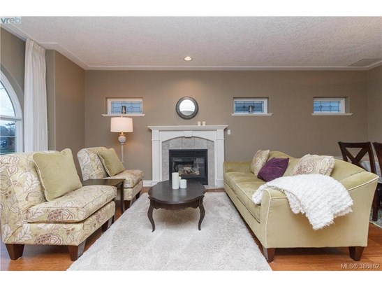 105-9655 First 105, Victoria, BC - CAN (photo 4)