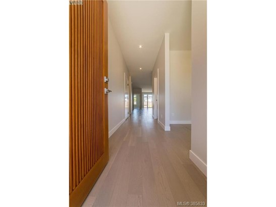 2099 Wood Violet, Victoria, BC - CAN (photo 2)