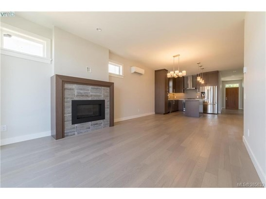 2099 Wood Violet, Victoria, BC - CAN (photo 5)