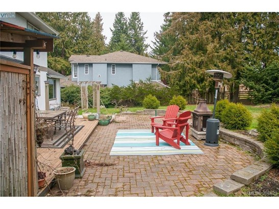 2873 Meadowview, Victoria, BC - CAN (photo 2)