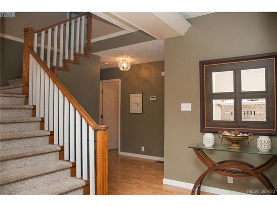2873 Meadowview, Victoria, BC - CAN (photo 4)