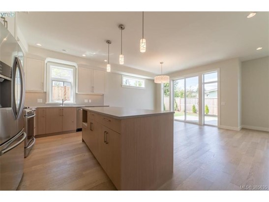 2117 Wood Violet, Victoria, BC - CAN (photo 3)