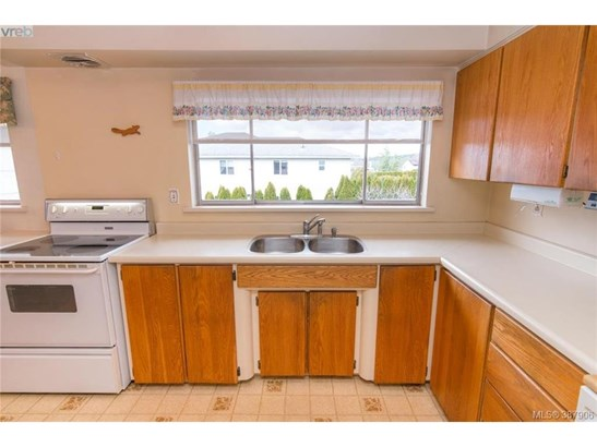 4160 Tyndall, Victoria, BC - CAN (photo 2)