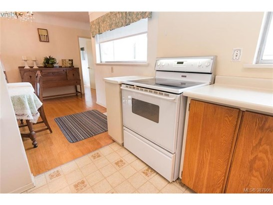 4160 Tyndall, Victoria, BC - CAN (photo 3)