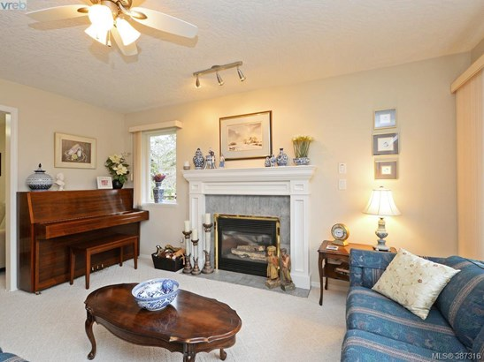 1040 Ferncliffe, Victoria, BC - CAN (photo 2)