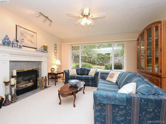1040 Ferncliffe, Victoria, BC - CAN (photo 3)