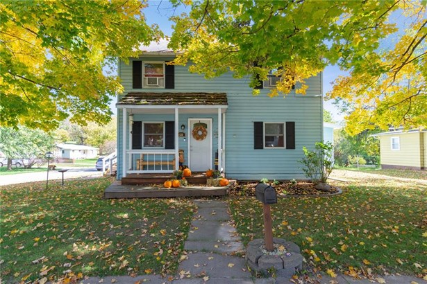 2 Stories, Single Family - Anamosa, IA