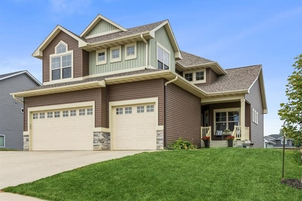 2 Stories, Single Family - West Branch, IA