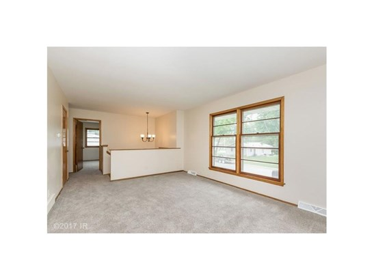 Residential, Split Foyer - Des Moines, IA (photo 2)