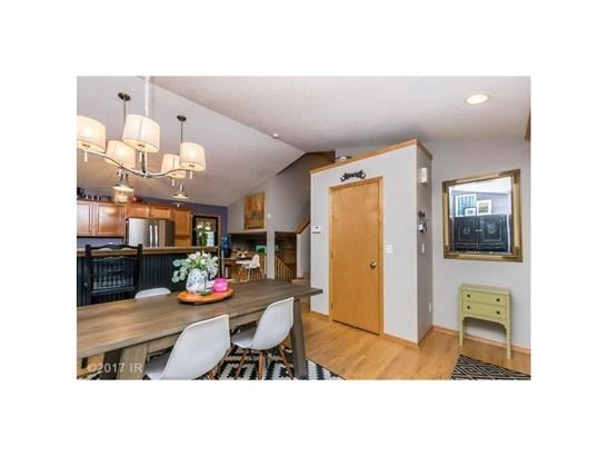 Split Level, Residential - Des Moines, IA (photo 4)