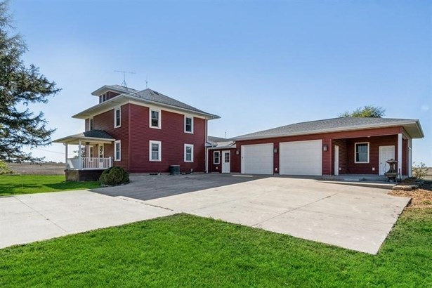 2 Stories, Single Family - Central City, IA