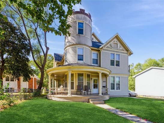 Two Story, Cross Property - Des Moines, IA