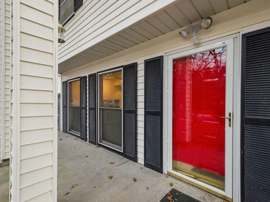 Split Level, Single Family - Iowa City, IA (photo 2)