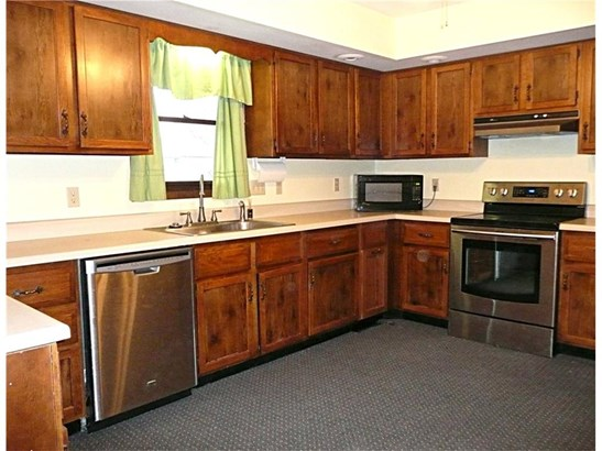Residential, Ranch - Knoxville, IA (photo 4)