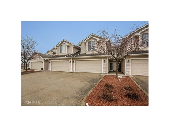 Two Story, Condo-Townhome - West Des Moines, IA (photo 1)
