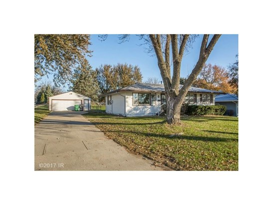 Residential, Ranch - Carlisle, IA (photo 1)