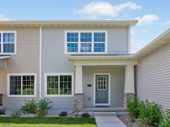 Two Story, Condo-Townhome - West Des Moines, IA