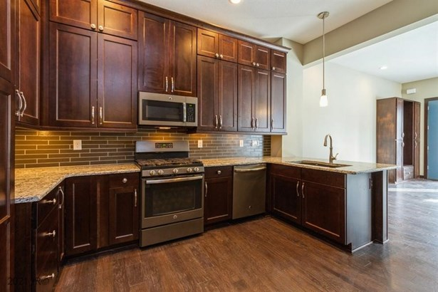 Two Story, Condo-Townhome - Des Moines, IA