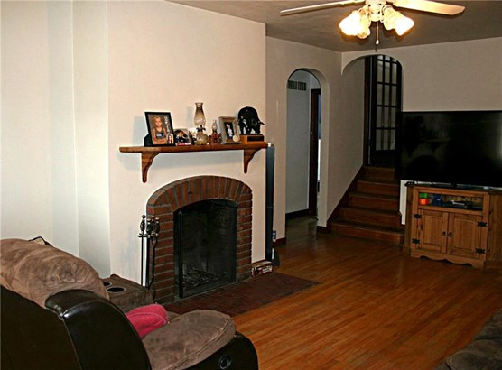 1.5 Story, Residential - Knoxville, IA (photo 2)