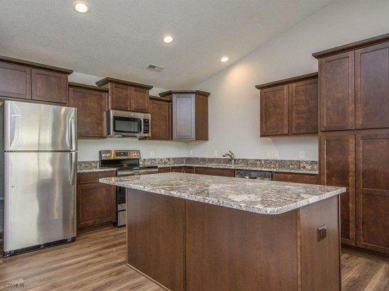Ranch, Condo-Townhome - Des Moines, IA (photo 5)