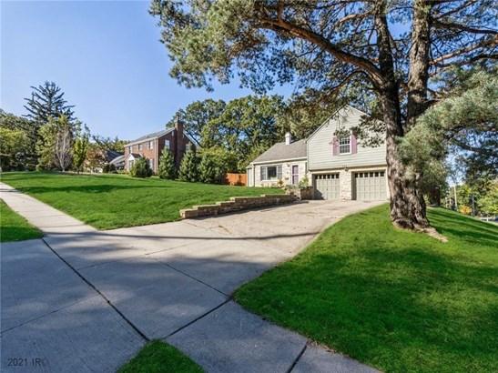 Split Level, Residential - Des Moines, IA