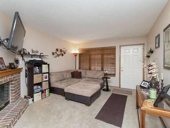 Two Story, Condo-Townhome - Des Moines, IA (photo 2)