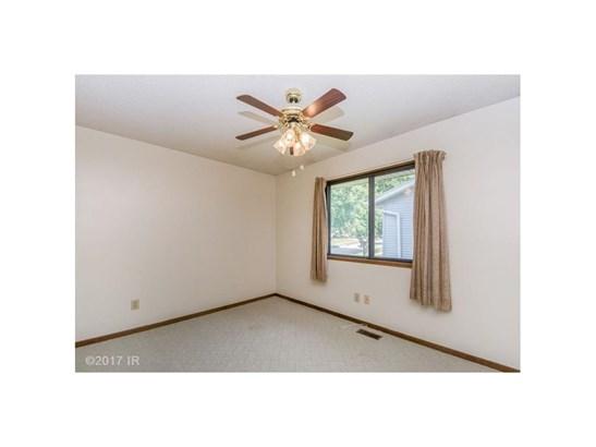 Residential, Split Foyer - Des Moines, IA (photo 4)