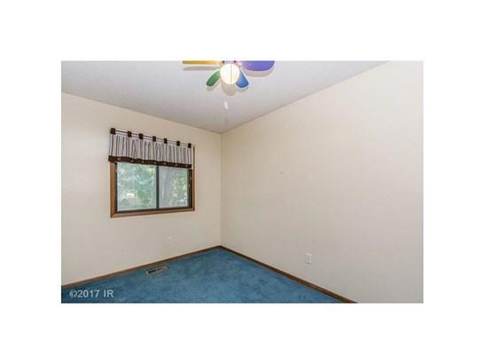 Residential, Split Foyer - Des Moines, IA (photo 5)