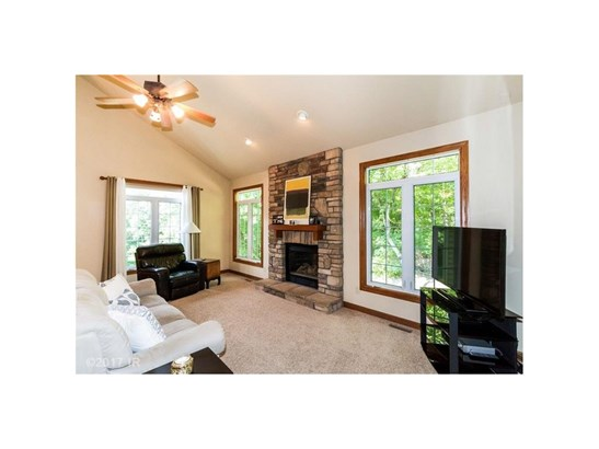 1.5 Story, Condo-Townhome - Des Moines, IA (photo 2)